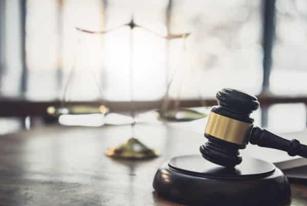 Martelo e simbolo do direito